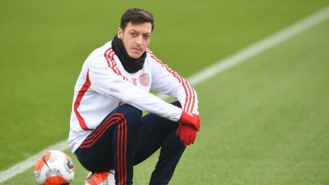 Unsolidarisch: Mesut Özil will nicht auf vollen Wochenlohn von 400.000 Euro verzichten