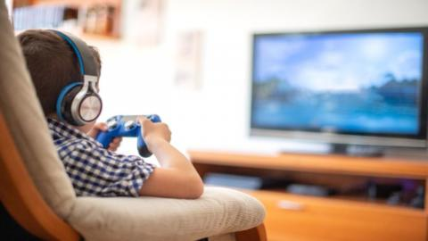 8-jähriges Kind treibt Mutter in Ruin, indem es diesen Knopf der Xbox drückt