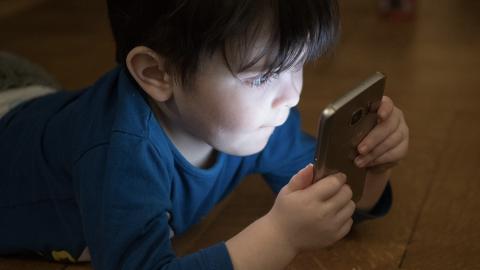 Smartphone Auswirkungen Gehirn Kinder