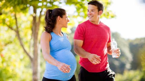 Darum sollten werdende Väter vor der Geburt ihres Kindes Sport treiben