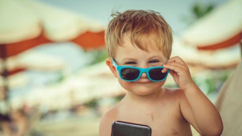 Diesen Fehler machen fast alle Eltern, aber sie bringen damit im Sommer ihre Kinder in Gefahr