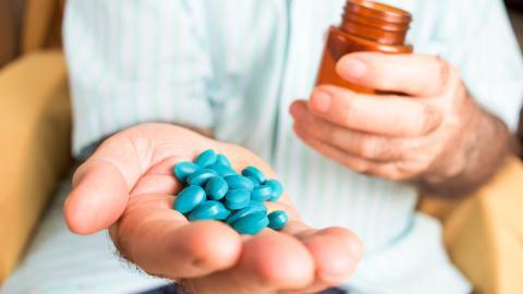 Mann schluckt 35 Viagra-Pillen und durchlebt einen absoluten Alptraum!