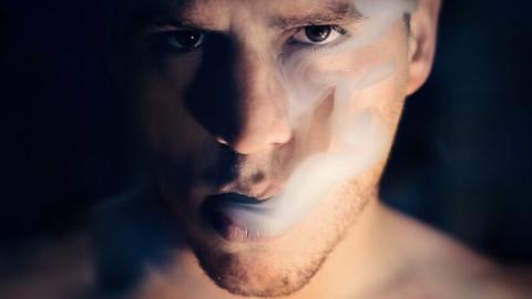 Nikotin dringt bis in die Neuronen vor: So verändert es unser Gehirn!
