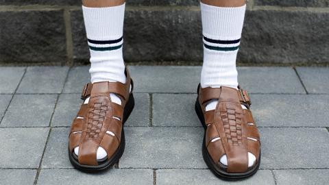 Uncool, aber gesund: Warum du unbedingt Socken in Sandalen tragen solltest