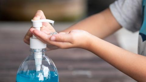 Handgel gegen Corona: Experten warnen vor Nebenwirkungen