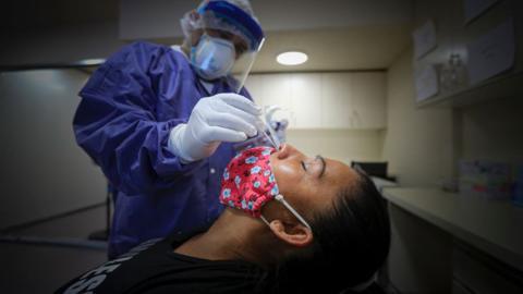 Covid-19-Test endet als Alptraum: Gehirn von Patientin punktiert!
