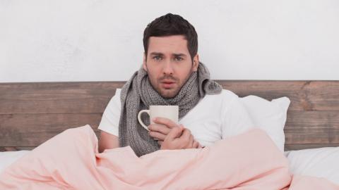 Vergesst Tee: Dieser hochprozentige Drink hilft wirklich gegen Erkältungen