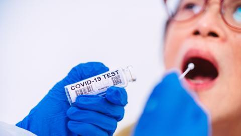 Nach Corona-Test steckt Patientin plötzlich das Stäbchen in der Lunge!