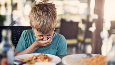 Lebensmittelvergiftung: Dauer, Anzeichen und Symptome, Therapie und Behandlung