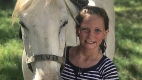 Der Tumor dieses Mädchens verschwindet auf mysteriöse Weise
