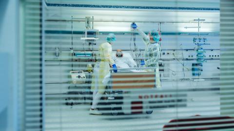 Deutscher Pneumologe landet mit beunruhigendem Corona-Verlauf auf Intensivstation