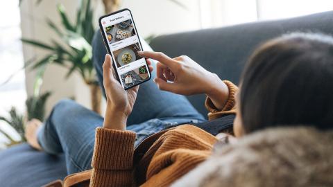 Finger weg vom Smartphone? So lange überleben Krankheitserreger auf dem Gerät