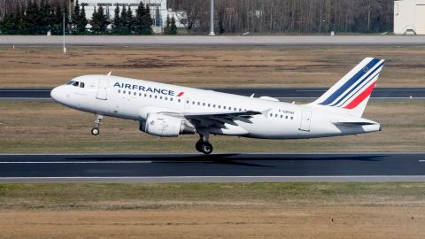 Corona: Erste Airline beschließt Impfpflicht für internationale Flüge