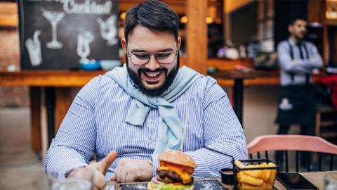 Experte deckt Irrtum auf: So ungesund ist fettiges Essen wirklich