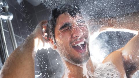 Hygienefehler vor dem Date: Mann bereut dieses Produkt sehr schnell