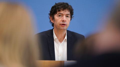"""Andere Art von Corona-Intensivpatienten"": Christian Drosten warnt vor Impfstoff-Euphorie"