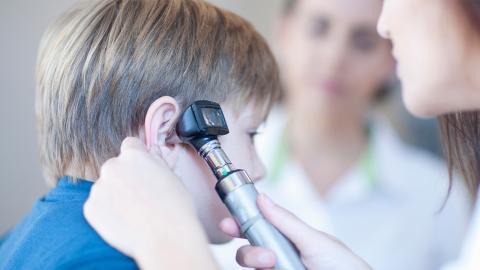 9-Jähriger hat seltsames Summen im Ohr: Dann entdeckt der Arzt die Gefahr