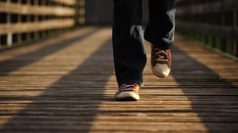 Neue Corona-Studie belegt: Wer langsam geht, hat ein höheres Risiko!