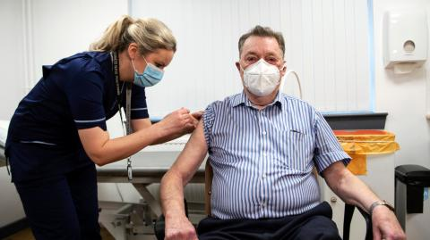 Impfung mit AstraZeneca statt Biontech: Risikopatient erstattet Anzeige wegen Körperverletzung