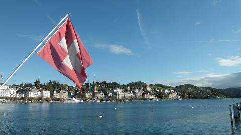 Trotz milderer Corona-Maßnahmen: Deshalb kommt die Schweiz besser durch die Krise als Deutschland