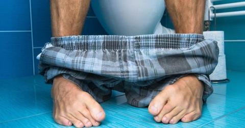 Steh- oder Sitzpinkler: Ist es normal, wenn ein Mann im Sitzen pinkelt?