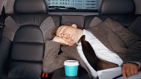 Ständig müde trotz genügend Schlaf: Wie kann das sein?