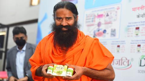 Unverantwortlich: Indischer Yoga-Guru verspottet Menschen, die um Sauerstoff kämpfen