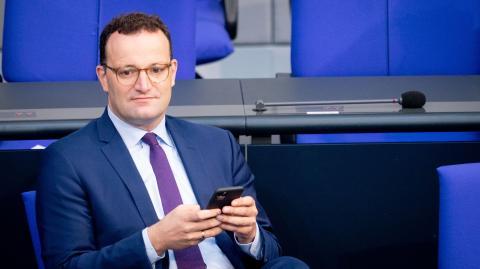 """Impfen als """"patriotischer Akt"""": Gesundheitsminister erntet massive Kritik für seinen Tweet"""