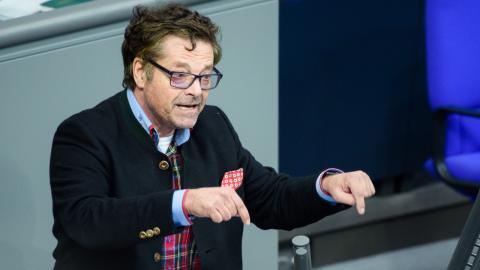 Politiker lässt sich mit Sputnik V impfen: In Deutschland wird ihm das zum Verhängnis