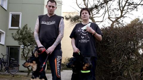 Hartz-IV-Paar ruft im TV seine Hunde beim Namen: Die Zuschauer sind einfach nur noch wütend!