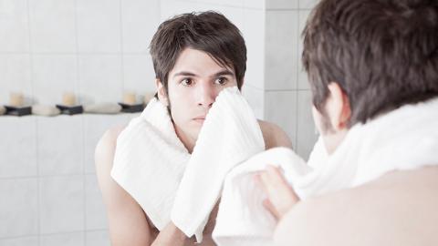 So schmutzig wie eine Toilette: Experte warnt davor, dieses Handtuch zu benutzen