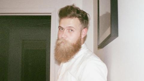 Er verzichtet 15 Monate lang auf Kaffee und Alkohol: Wie er danach aussieht, ist verblüffend