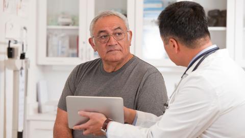 Mann wird wegen Krebs am Hals operiert, dann fällt plötzlich sein Geschlechtsteil ab!