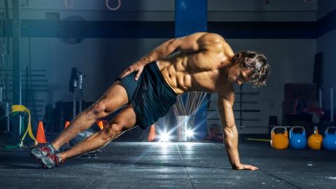 Diese Übung ist die einzige, um Bauchmuskeln bis in die Tiefen zu stärken