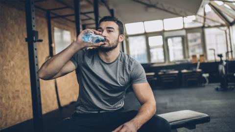 Sixpack: Bauchmuskeln definieren und Wassereinlagerungen abbauen