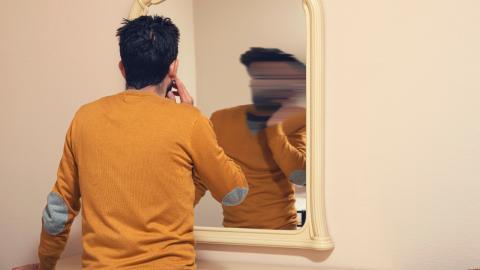 Mann leidet wegen seines Aussehens unter Komplexen: Seine Verwandlung ist beeindruckend!
