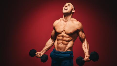 Nach strenger Eiweiß-Diät: Bodybuilder hat plötzlich einen verdrehten Darm!