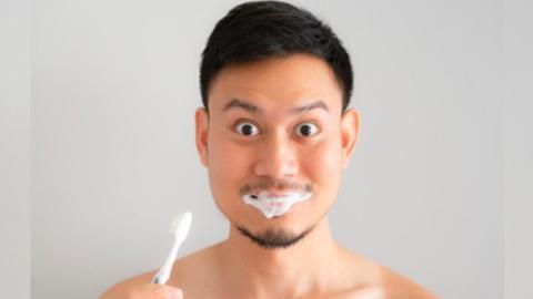 Mangelnde Zahnhygiene kann eure Potenz beeinflussen