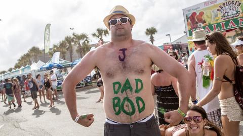 """""""Dad bod"""": Darum stehen Frauen auf Männer mit Bäuchlein"""