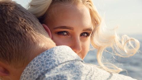 Studie: Frauen gehen aus einem bestimmten Grund fremd