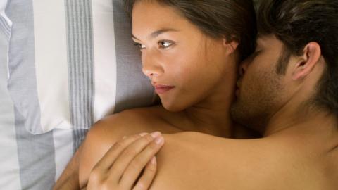 Es gibt eine Sache bei Männern, die Frauen nach dem Liebesakt wütend macht