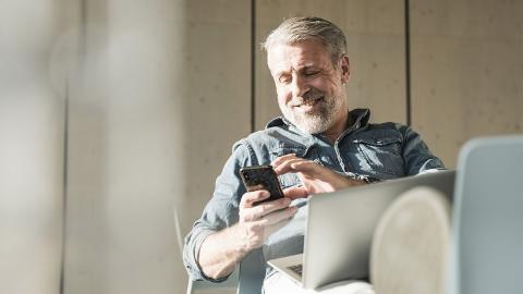 Stiefvater twittert live, wie Sohn One-Night-Stand aus dem Haus schmuggelt