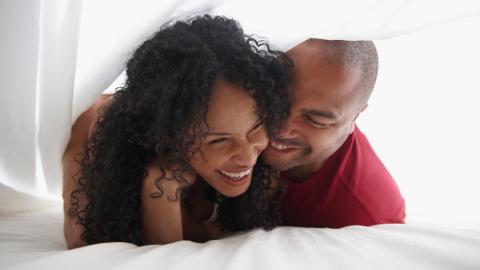 Mit dieser Übung könnt ihr eure Ausdauer im Bett verlängern
