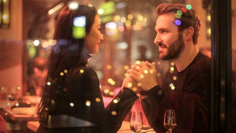 Neue Studie deckt 5 Dinge auf, die dafür sorgen, dass wir uns geliebt fühlen