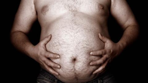 Eine Studie zeigt: Männer mit Bauch sind besser im Bett!