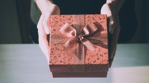 No-Gos am Valentinstag: Diese Geschenke sollte man(n) unbedingt vermeiden