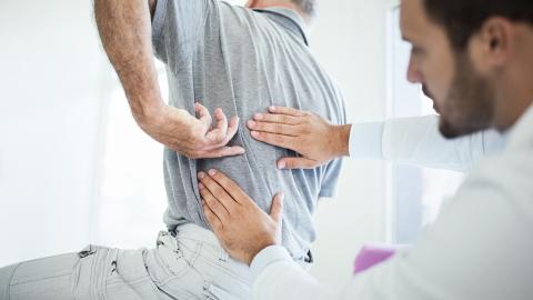 Schmerzen im unteren Rücken: Akupressur als wirkungsvolle Behandlungsmethode