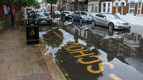 Nach Deutschland und China: Londons Straßen stehen unter Wasser