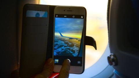 Smartphone-Panne im Flugzeug: Dann müssen alle Passagiere evakuiert werden