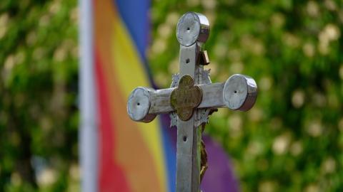 Trotz Vatikan-Verbot: Deutsche katholische Priester segnen gleichgeschlechtliche Paare